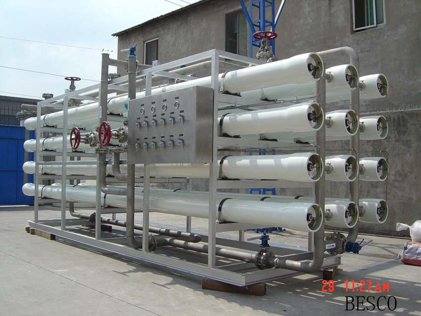 Seawater desalination system for ship on sailing